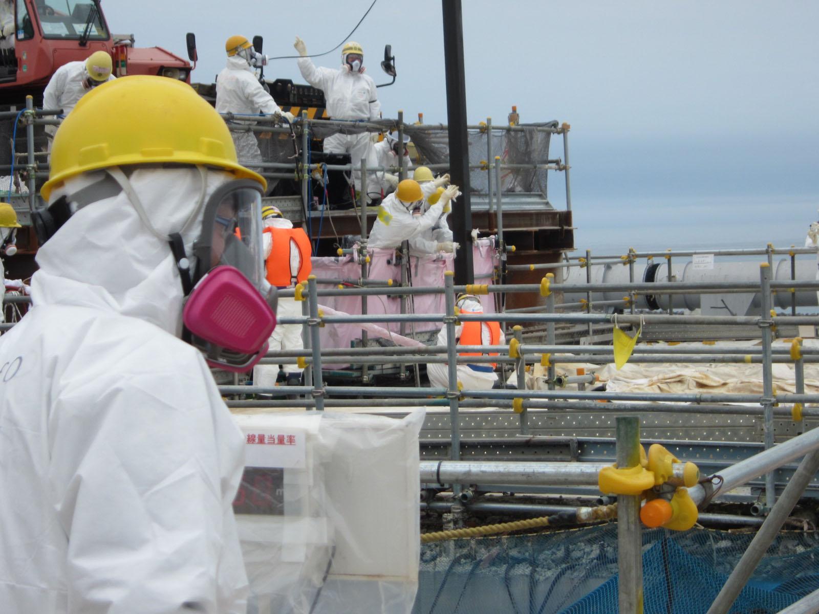4号機使用済燃料プールにおける新燃料の取り出し作業