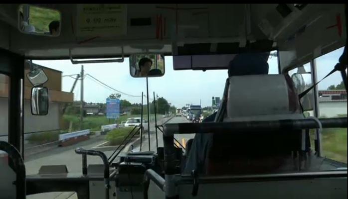 発電所に向かう間のバス内
